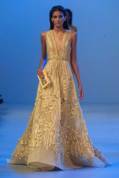 Elie Saab – Haute Couture Spring /  Summer 2014. Fotos © Imaxtree. #dress #eliesaab #elle_de