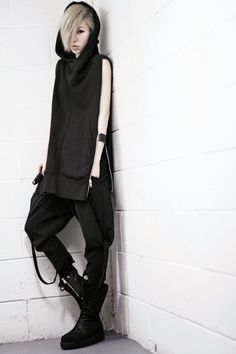 Zipper on the side! Such a cool black hoodie. androgynous fashion, gothic The Effective Pictures We Offer You About Gothic Style male A quality picture can tell you many thi Mode Alternative, Alternative Fashion, Dark Fashion, Gothic Fashion, Steampunk Fashion, Emo Fashion, Vintage Fashion, Fashion Outfits, Mode Renaissance