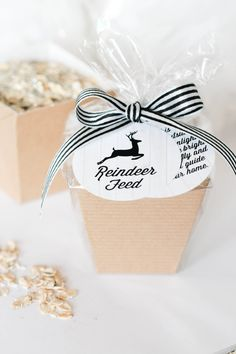 {love this idea!} Reindeer Feed :: Packaging Idea & Printable Tags | The TomKat Studio