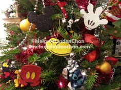easy Mickey Mouse ornaments from glitter foam sheets Natal Do Mickey Mouse, Mickey Mouse Christmas Tree, Mickey Mouse Ornaments, Disney Christmas Ornaments, Xmas Ornaments, Xmas Tree, Christmas Holidays, Christmas Decorations, Mickey Craft