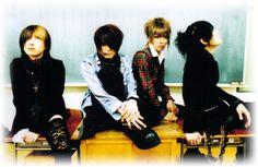 Il nome Back Ark nel romanzo d.flies è ripreso dalla vecchia band del bassista degli Alice Nine. Saga, i Delta Ark.