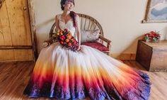 Vestido de noiva tingido é a nova tendência para colorir ainda mais um dia tão…