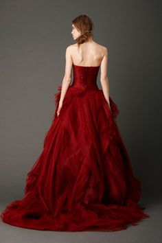 Vera Wang Kendall Wedding Dress, Spring 2013 Bridal (Back View) Red Wedding Dresses, Wedding Gowns, Looks Cool, Beautiful Gowns, Dream Dress, Bridal Collection, Pretty Dresses, Bridal Gowns, Marie