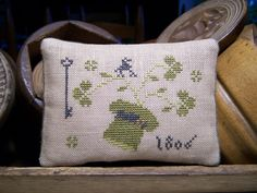 Stitched on linen with DMC thread. Coordinated backing is a green and brown wool plaid. Lizzie Kate, Cross Stitch Freebies, Walnut Shell, Cross Stitch Embroidery, Cross Stitching, Crochet Cross, Lucky Charm, Vintage Buttons, St Patricks Day
