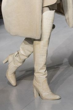 MaxMara at Milan Fashion Week Fall 2019 - Details Runway Photos Source by infobeulah Shoes Stilettos, Pumps, High Heels, Fashion Trends 2018, Bootie Boots, Shoe Boots, Women's Shoes, Golf Shoes, Milano Fashion Week