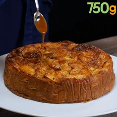 Gâteau aux pommes, sauce caramel et beurre salé Fruit Recipes, Apple Recipes, Sweet Recipes, Cake Recipes, Dessert Recipes, Cooking Recipes, Sauce Caramel, Kolaci I Torte, Food Tags