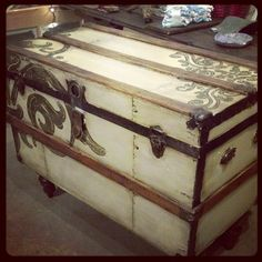 repurposed trunk Table By Gypsy Barn---I am knocked OUT buy this project, absolutely magnifique~~ Trunk Redo, Trunk Makeover, Furniture Makeover, Old Trunks, Vintage Trunks, Trunks And Chests, Antique Trunks, Furniture Projects, Furniture Making