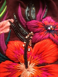 Detail shot of Matthew Williamson Embroidery Always looking for great detail shots of needlework this satisfies on so many levels. Long and Short Stitch heaven, look how neatly hidden they are. Couture Embroidery, Beaded Embroidery, Embroidery Stitches, Embroidery Patterns, Hand Embroidery, Floral Embroidery, Col Crochet, Broderie Simple, Bordado Floral