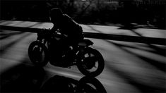 renegaderoadster: This video gave me an unshakeable urge to build a cafe racer. Mafia, Bike Ride Quotes, Ride Drawing, Motorbike Girl, Mini Motorbike, Motorbike Storage, Indian Motorbike, Fiction, Les Gifs
