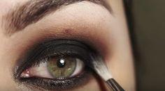 """Olhão preto: como fazer contorno sem ficar com """"olheiras"""" ou aparência envelhecida - Bolsa de Mulher"""