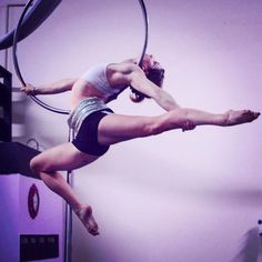 When you are an of your apparatus, the magic happens ❤️🎪 photo by Denver, Colorado, USA Aerial Hoop, Lyra Aerial, Aerial Hammock, Aerial Acrobatics, Aerial Dance, Aerial Arts, Aerial Silks, Pole Dance, Flexible Girls