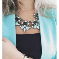 Elegance And Charm Statement Necklace #fashion #style #greennecklace #statementnecklace - 22,90 € @happinessboutique.com