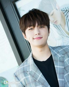 When you look at the screen you smile too 😂😳 Kim Myungsoo, L Infinite, Dramas, Woollim Entertainment, Asian Boys, Dimples, My Man, Korean Actors, Your Smile