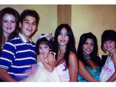 30 Unrecognizable Photos of the Kardashian-Jenner Family Robert Kardashian Jr, Kardashian Family, Kardashian Jenner, Kylie Jenner Young, Kendall Jenner, Kendall Et Kourtney, Awkward Family Photos, Jenner Family, Childhood Photos