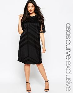 ASOS CURVE T-Shirt Dress In Geo Mesh would be better in a v-neck                                                                                                                                                                                 Mehr