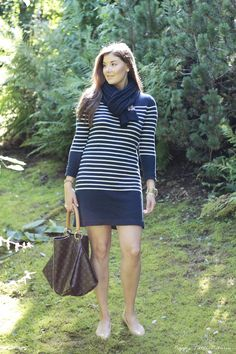 Striped dress: Lindex Holly & Whyte Purse: Louis Vuitton Knitted scarf: Lexington Falts: Banana REpublic Watch: Michael kors