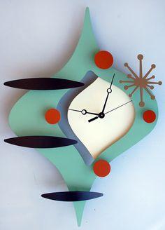 Chic Modern Home Decor Mid Century Modern Decor, Mid Century Art, Mid Century Design, Unusual Clocks, Cool Clocks, Clock Art, Diy Clock, Atomic Decor, Retro Clock