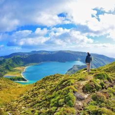 When visiting Pico da Barrosa, keep to the left of the trail and you will walk all around the mouth of the crater that is Lagoa do Fogo. You will be greatly rewarded with views that will leave you speechless!#azores#azoresislands #nordeste#landscape #familytravel#kidswithpassports#travelblogger #travelgram #whalewatching #azoreslife#azoresportugal#familytrip #familytravelblogger#familytraveltips #worldschooling#traveltheworld#traveltips #wanderlust#kidswhotravel#visitazores #5globetrotters