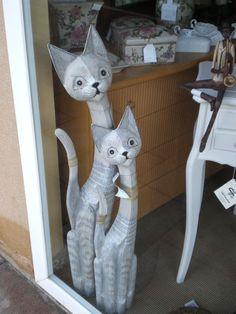 papel maché. Gatos imitando a los que vienen de la India.......