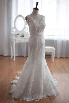 Elegantly Luxury Mermaid Lace Wedding Gown of Open Back & Knot Streamers