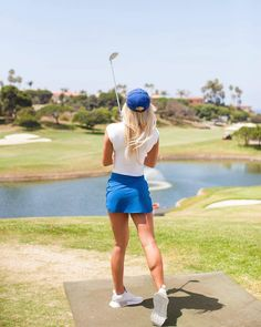What Is the Correct Golf Swing? Golfers the world over are always in search of the perfect golf swing or the right golf swing. Girl Golf Outfit, Cute Golf Outfit, Sexy Golf, Humour Golf, Golf Fotografie, Golf Sport, Golf Photography, Golf Drivers, Golf Tips For Beginners
