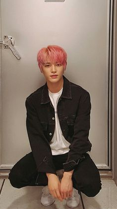 Taeyong - I know a top bias when I'm looking down my wall and a pic sucks the breath out of me . Lee Taeyong, Nct Yuta, Nct 127, Popular People, Open My Eyes, Jaehyun, Nct Dream, Fandoms, Pretty People