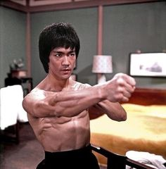 Bruce Lee Master, Bruce Lee Art, Bruce Lee Family, Bruce Lee Martial Arts, Bruce Lee Quotes, Wing Chun, Kung Fu, Bruce Lee Collection, Poses