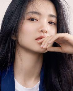 I wonder what this beautiful Asian young women is thinking about. Korean Beauty, Asian Beauty, Asian Makeup, Korean Makeup, Model Face, Korean Actresses, Korean Celebrities, Beautiful Asian Women, Ulzzang Girl