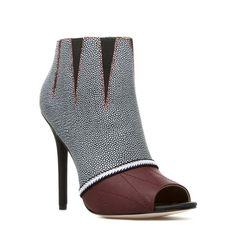 Fumiko - ShoeDazzle Gwen Stefani http://www.shoedazzle.com/invite/25879081/
