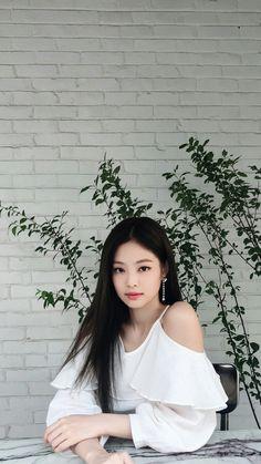 Kim Jennie of Blackpink Korean Girl Fashion, Blackpink Fashion, Blackpink Jennie, Blackpink Members, Black Pink Kpop, Blackpink And Bts, Blackpink Photos, Jolie Photo, Yg Entertainment