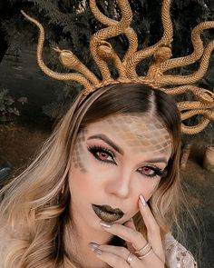 Medusa Camilla Amaral makeup, artistic make-up, artistic makeup, fx mAkeu . - FOTOS - New Halloween Medusa Halloween Costume, Looks Halloween, Halloween Inspo, Couple Halloween, Halloween Outfits, Halloween Makeup, Snake Costume, Celebrity Halloween Costumes, Fairy Halloween Costumes