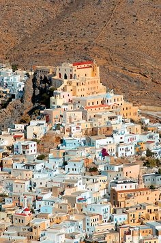 The beautiful town of Ano Syros, South Aegean, #Greece (by www.syrosagenda.gr).