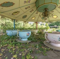 Haunting photos capture abandoned Nara Dreamland theme park in Japan Haunting Photos, A Silent Voice, Abandoned Places, Pretty Pictures, Beautiful Places, Thing 1, Cottage, Cool Stuff, Life