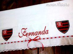 Linda toalha de banho, personalizada e bordada com o escudo do flamengo, e o nome da pessoa.  Ótimo para presentar.    Conferir opções de cores.