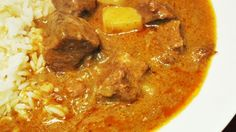 Slow Cooker Massaman Curry for when I want have bought packaged or diy paste at hand; use this as a crockpot base guide. No sugar or fish sauce Indian Food Recipes, Asian Recipes, My Recipes, Beef Recipes, Dinner Recipes, Cooking Recipes, Ethnic Recipes, Slow Cooking, Recipies