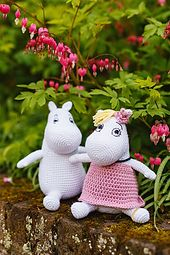 Moomin and Snorkmaiden by Irene Strange Diy Crochet Amigurumi, Crochet Hippo, Crochet Crafts, Crochet Toys, Crochet Projects, Knit Crochet, Free Knitting, Knitting Patterns, Amigurumi