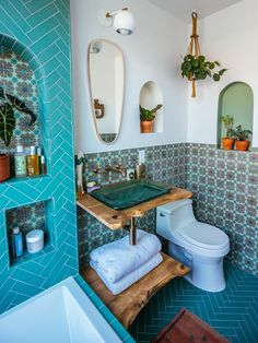 Jungalow bath Before and after with Kohler - . - Dekoration Badezimmer - Home Sweet Home Bad Inspiration, Bathroom Inspiration, Bohemian Bathroom, Bohemian Decor, Boho Chic, Bohemian Style, Vintage Bohemian, Morrocan Bathroom, Bathroom Green