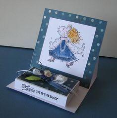 Elles fleurissent un peu partout pour l'instant, c'est vrai que c'est un joli modèle... Alors je vous propose le tuto d'une telle carte, mai... 3d Cards, Easel Cards, Pop Up Cards, Mini Scrapbook Albums, Mini Albums, Origami And Quilling, Diy And Crafts, Paper Crafts, Card Tutorials