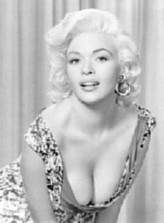 Opinions on Jayne Mansfield. Give your opinion about Jayne Mansfield Glamour Hollywoodien, Old Hollywood Glamour, Vintage Glamour, Vintage Hollywood, Hollywood Stars, Classic Hollywood, Hollywood Icons, Jayne Mansfield, Classic Actresses