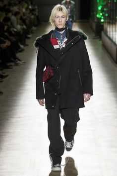 https://www.vogue.com/fashion-shows/fall-2018-menswear/dior-homme/slideshow/collection#21