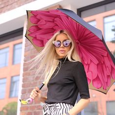 All Modern Fashion Styles for Sale Beauty Trends, Modern Fashion, Luxury Branding, Flamingo, Spring Fashion, Vintage Outfits, Stylish, Colour Black