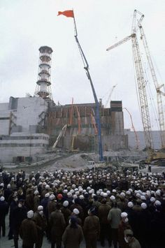 Chernobyl 28 Years Later: Before, During and After The Worst . Chernobyl Reactor 4, Nuclear Reactor, Chernobyl 1986, Chernobyl Disaster, Fukushima, Abandoned Buildings, Abandoned Places, Image Beautiful, Chernobyl Nuclear Power Plant