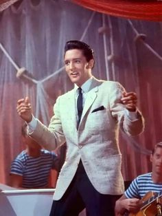 Elvis in Girls Girls Girls. Elvis Presley Live, Elvis Presley Movies, Elvis Presley Photos, Vintage Hollywood, In Hollywood, Rock And Roll Songs, 9 Film, Young Elvis, Latest Albums