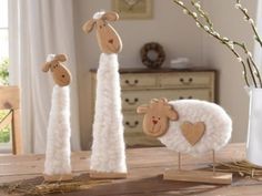 2er-DEKO-WOLLSCHAF-Herzi-aus-HOLZ-amp-WOLLE-OSTERN-TIERFIGUR-TISCHDEKO-NEU Eid Crafts, Easter Crafts, Decor Crafts, Spring Projects, Spring Crafts, Primitive Wood Crafts, Sheep Crafts, Sheep Art, Felted Wool Crafts