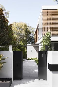 Gallery Of Brighton Residence By Studio Tate Local Australian Interiors & Contemporary Residential Design Brighton, Melbourne Image 19 - The Local Project Contemporary Home Decor, Contemporary Landscape, Contemporary Architecture, Modern Interior Design, Contemporary Design, Luxury Interior, Australian Architecture, Residential Architecture, Interior Architecture