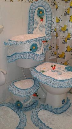 Bathroom Crafts, Ideas Para, Chair, Furniture, Home Decor, Restroom Decoration, Sew Simple, Bathroom Mat, Toilet Ideas