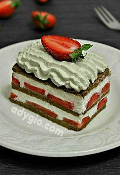 Prajitura cu capsuni si mascarpone fara coacere o prajitura cremoasa si revigoranta Vanilla Cake, Cheesecake, Desserts, Food, Mascarpone, Tailgate Desserts, Deserts, Cheesecakes, Essen