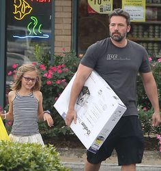 Ben Affleck & Violet Pick Up Pet Supplies - http://site.celebritybabyscoop.com/cbs/2015/07/27/affleck-violet-supplies #Atlanta, #BenAffleck, #Coparenting, #Georgia, #JenniferGarner, #SamuelAffleck, #SeraphinaAffleck, #VioletAffleck