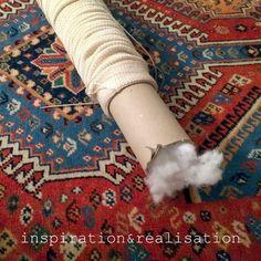 布を筒状に縫ったら綿を詰めていきます。 筒を使用すると便利です。 まんべんなく詰めていきます。