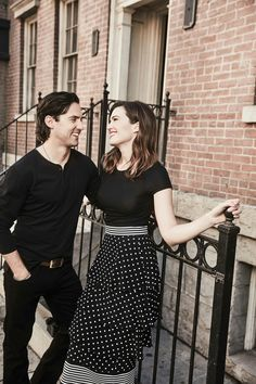 Milo Ventimiglia and Mandy Moore--This Is Us--adorable picture! Serie This Is Us, Milo This Is Us, Mandy Moore Milo Ventimiglia, Milo Ventimiglia 2017, Mandy Moore Hair, Film Serie, Gilmore Girls, Favorite Tv Shows, Role Models